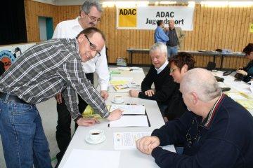 ADAC-Instruktoren Reiner Kopp und Michael Kreuter unterweisen in die Geheimnisse der ORI