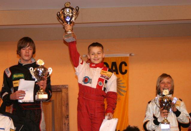 Siegerehrung in der Klasse 2 des ADAC Kart-Youngster-Cups in Fulda